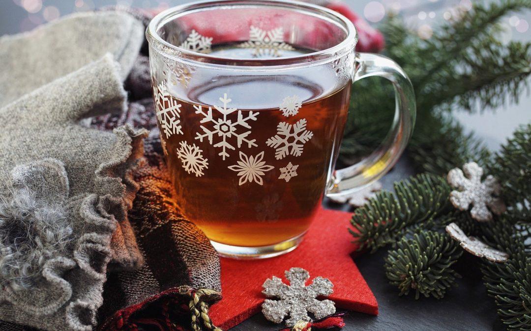 Stressfrei durch die Feiertage: 7 Journalingideen für die Weihnachtszeit